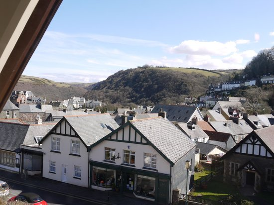Gable Lodge Guest House: View from room 1 across Lynton to Summerhouse Hill