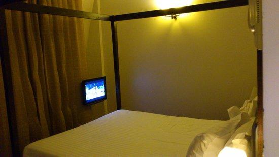Hotel Le 123 Elysees - Astotel: tele