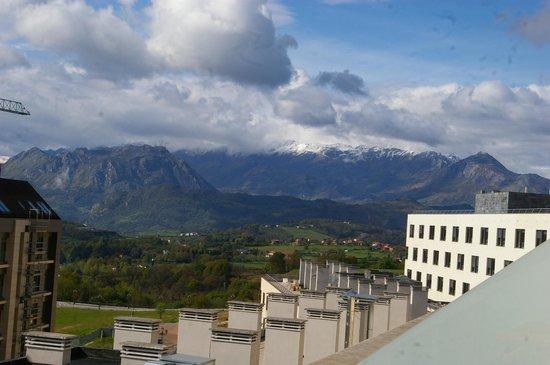 Ovida Aparthotel: Vista desde habitación alta con vista a la trasera del hotel (recomendada)