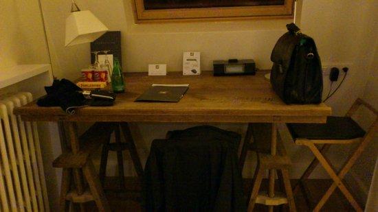 Hotel Le 123 Elysées - Astotel: bereau dans la chambre