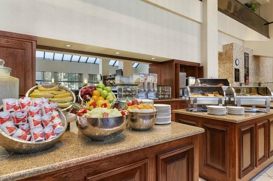 Embassy Suites by Hilton Hotel Santa Clara: Complimentar cooked to order breakfast