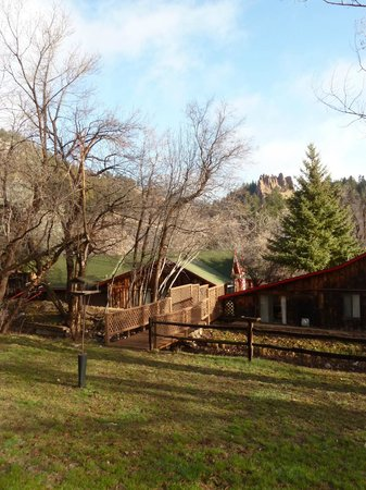 Foot of the Mountain Motel: View from the back of motel