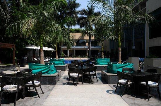 Vivanta by Taj - Blue Diamond: Outdoor area beside pool