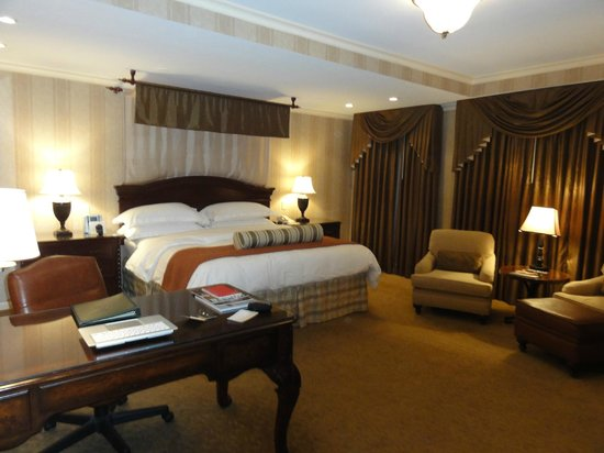 The Talbott Hotel: Our Room