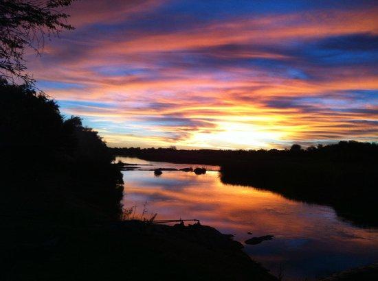 Oranjerus Resort: Sunset over the Orange River