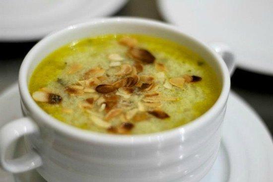 Au79 Cafe & Restaurant: Куринный суп с грибами и фисташками