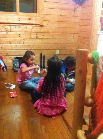 Carowinds Camp Wilderness Resort: Tv room/ futon/dining room