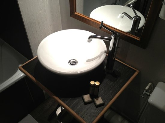 Hotel Relais Monceau: Baño