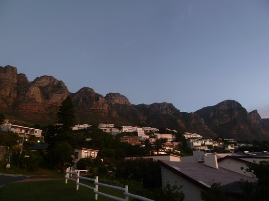 Entabeni Guest House: View of Camps Bay