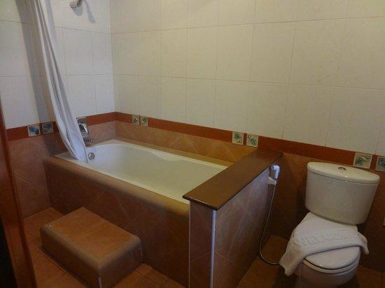 Anyavee Ao Nang Bay Resort: Badeværelse