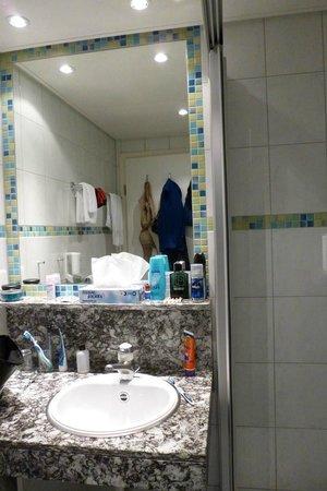 Hotel Victoria-Lauberhorn : Bathroom