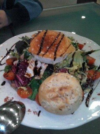 El Ayanto: ensalada con queso de cabra