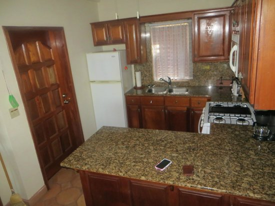 Belizean Dreams Resort : The kitchen area