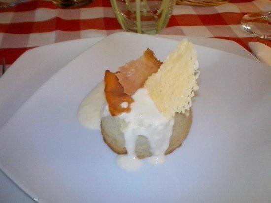 Agriturismo Il Corbezzolo : flan di finocchio con fonduta di pecorino di fossa e pancetta croccante