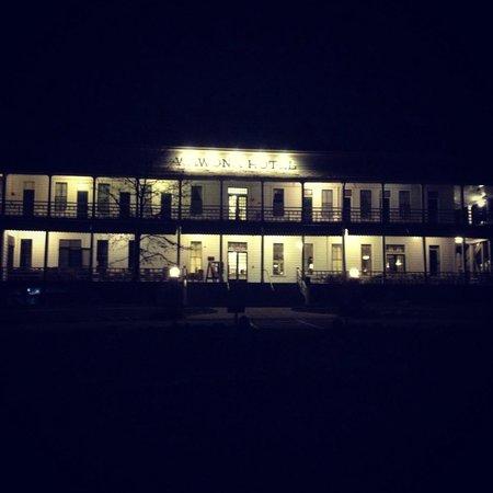 Big Trees Lodge : Wawona by night