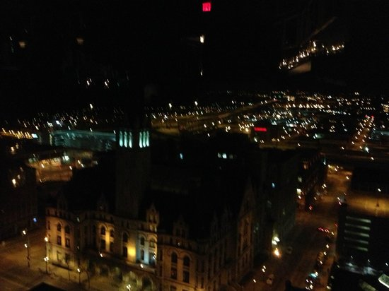 The Pfister Hotel: saying good night to Milwaukee from the top