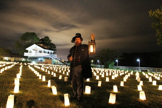 "Port O'Plymouth Museum : ""Field of Honor"" luminaries honor Civil War dead"