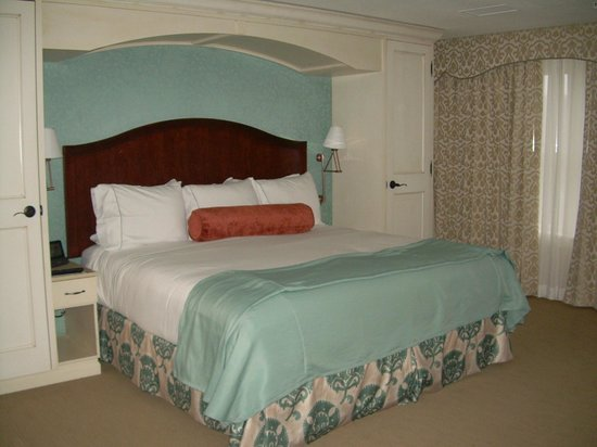 The Elms Hotel and Spa: Comfy cozy bed