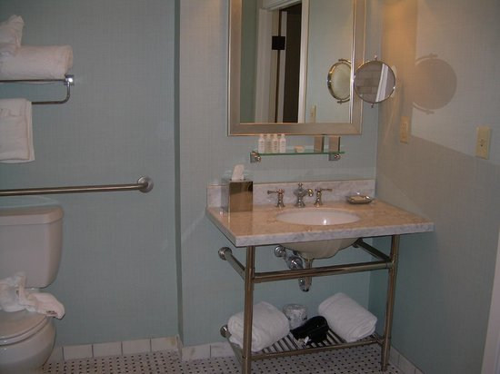 The Elms Hotel and Spa : Nice bathroom
