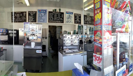 Massey's Frozen Custard: Shot of the inside counter!