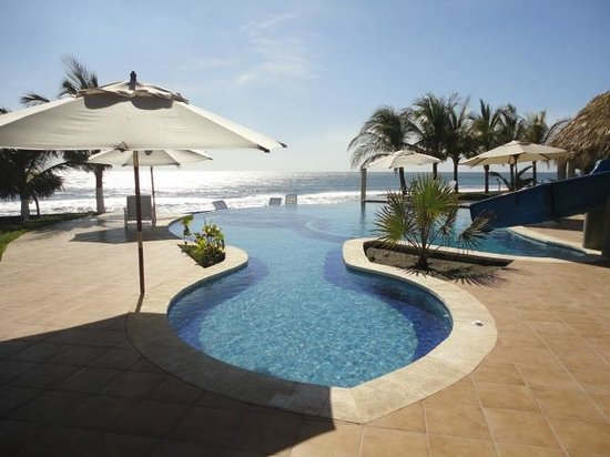Hotel Hawaian Paradise: Sistema sin fin donde podra apreciar la playa desde la piscina