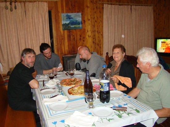 Cabanas Aba Salomon: Comiendo unas pizzas