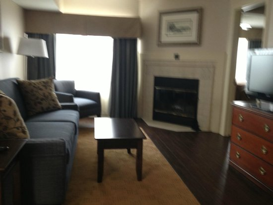 Homewood Suites by Hilton Hartford/Windsor Locks: Living Room/Suite