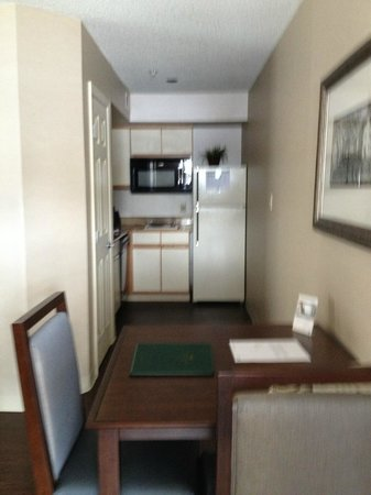 Homewood Suites by Hilton Hartford/Windsor Locks : Kitchen