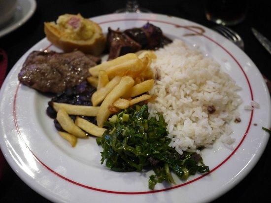 Costelão Gaucho: garlic beef, black beans & cabbage