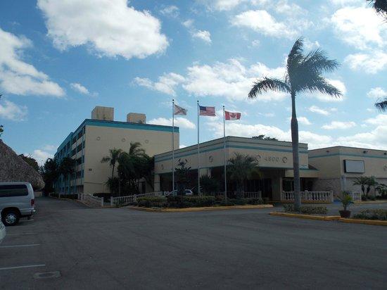 Universal Palms Hotel: Vista externa