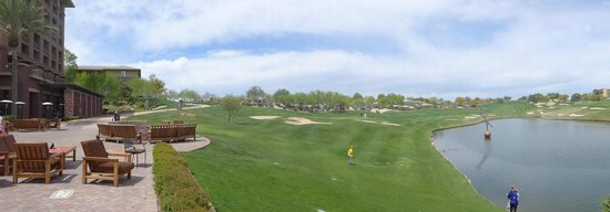 The Westin Kierland Resort & Spa: Panoramic view of hotel grounds and golf course