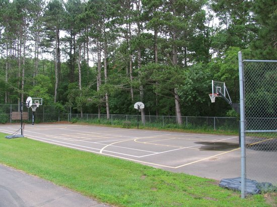 Dunrovin Christian Brothers Retreat Center: Basketball Court