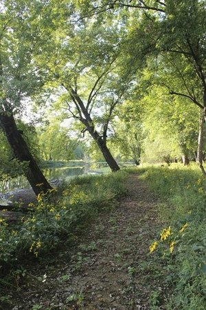 Dunrovin Christian Brothers Retreat Center: 2 miles of walking trails through the National Waterway