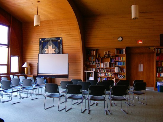Dunrovin Christian Brothers Retreat Center: Large conference room