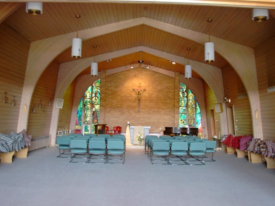 Dunrovin Christian Brothers Retreat Center: Chaple and Conference room