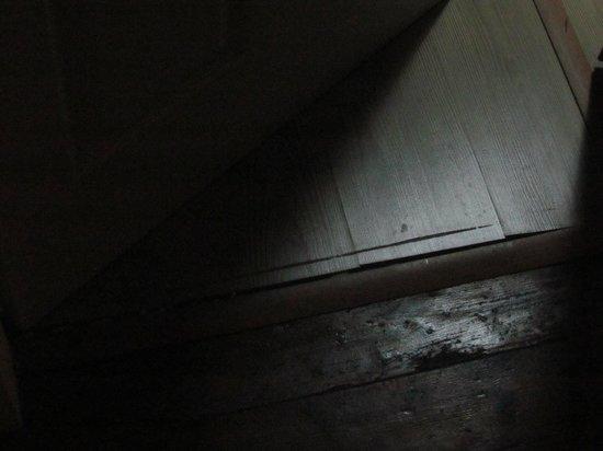 Taksim Galata Fuarev Apartments: Estado del suelo de una habitación