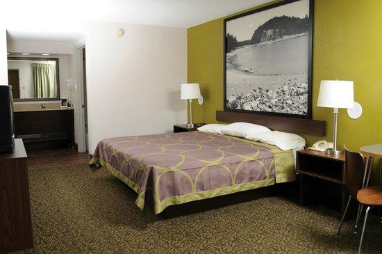 Super 8 Gainesville: Standard King Bed Room