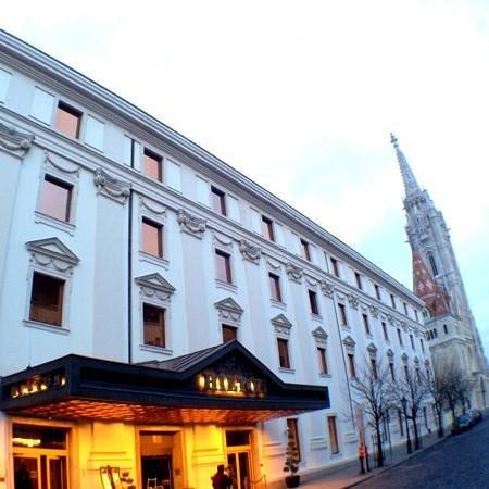 Hilton Budapest: front