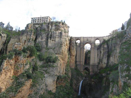 Hotel San Gabriel: Famous Ronda bridge