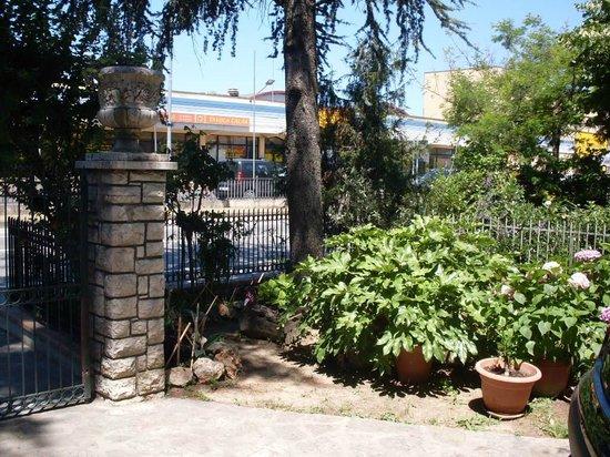 La Casetta dei Cedri : giardino struttura