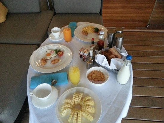 The Shore at Katathani: Breakfast delivered to our Room
