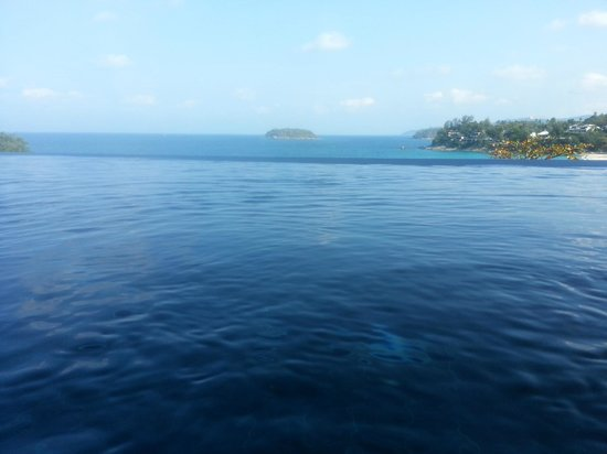 The Shore at Katathani: Picture from inside our Infinity Pool at water level