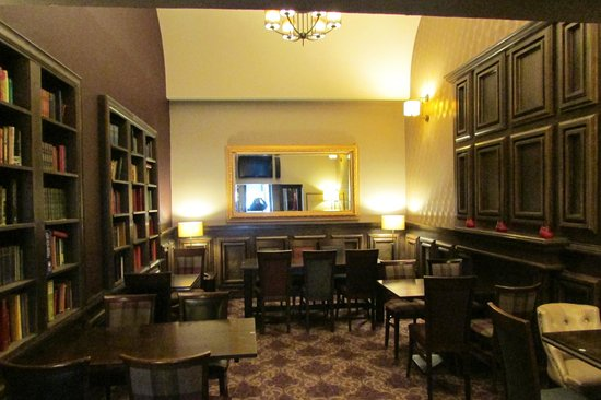 Links Hotel: The Library