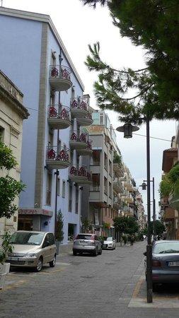 Victoria Hotel: Strada dell'hotel