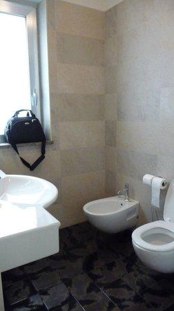 Victoria Hotel: Bagno in marmo