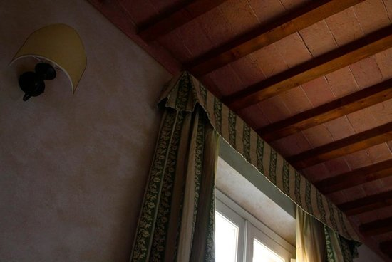 Casa San Tommaso: ceiling