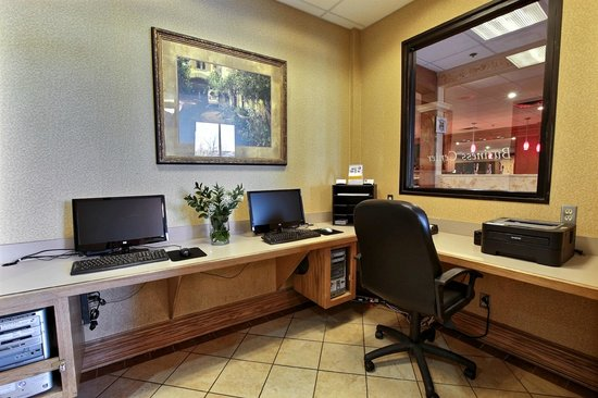 Clarion Inn Tulsa International Airport: Business Center