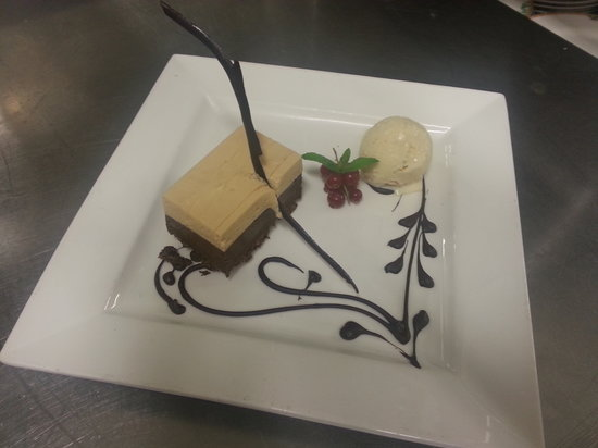 Comme Ca Restaurant: Chocolate and Praline Mousse with Cardamom Ice Cream
