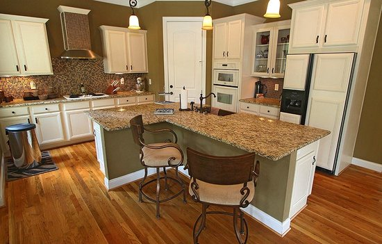 The Villa At Waters Edge: Gourmet Kitchen