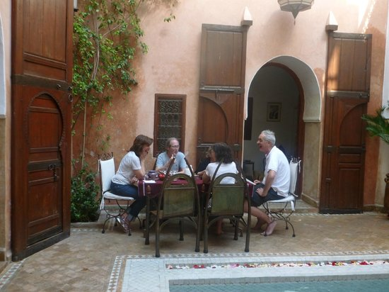 Dar Warda: Lunch with friends